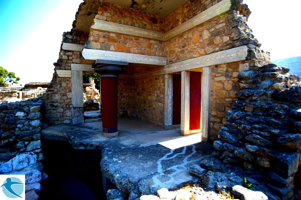 KNOSSOS PALACE AND HERAKLION